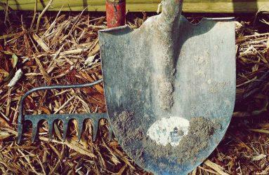 dirt-garden-tools